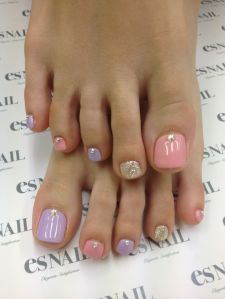 This easy design with several spring pastels features a few tiny jewels