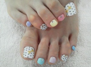 Polka dots make a pastel pedi pop!